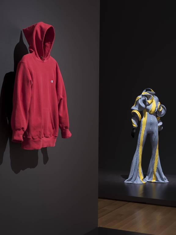 MoMA une peças de grifes a itens banais e inquire sobre papel da ... 125eefbe111
