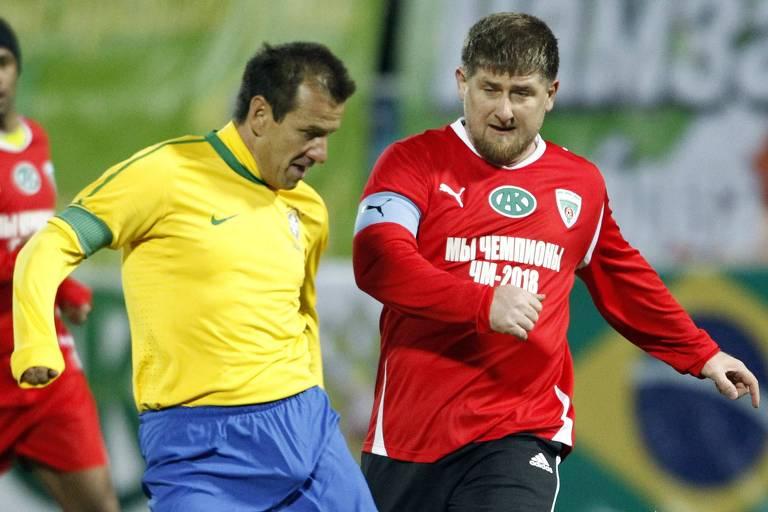 Ramzan Kadyrov disputa jogada com Dunga em jogo festivo na Thetchênia em 2011