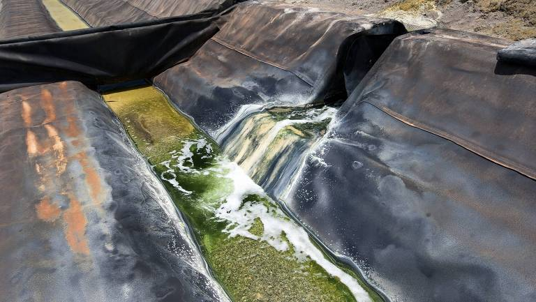 Em Caetité, na Bahia, o processo de lixiviacao para a extração de urânio poluiu cerca de nove poços artesanais da região.