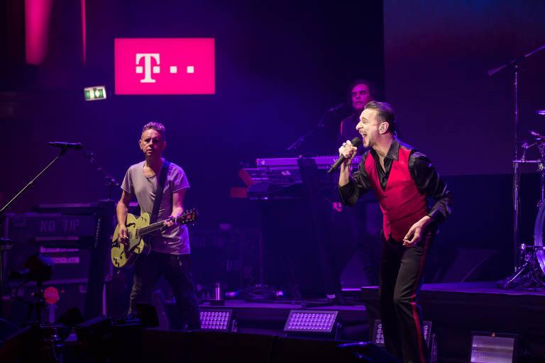 Depeche Mode durante show em Berlim em março; banda desembarca para apresentação no Brasil em 2018