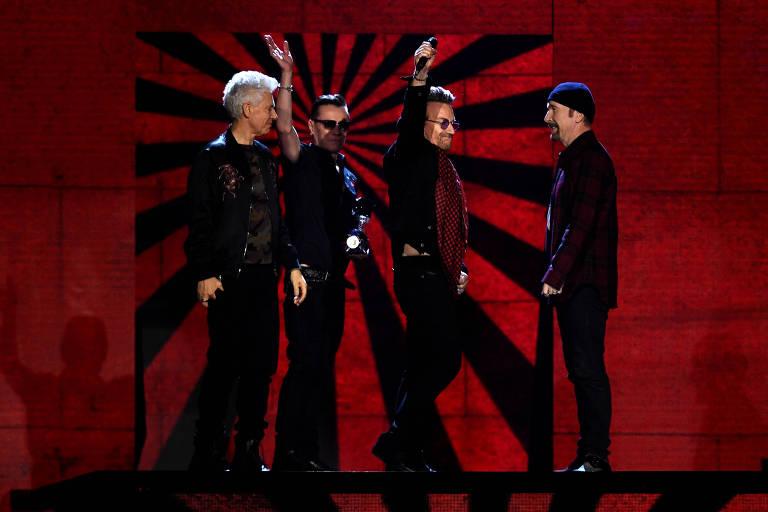 U2 recebe prêmio em Londres