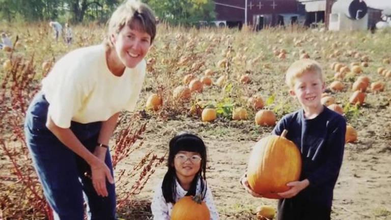 Garota reencontra pais biológicos 20 anos depois