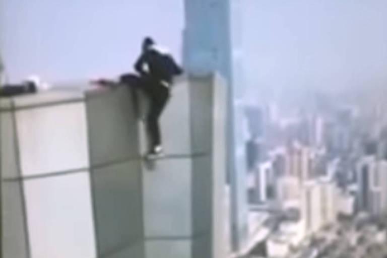 Wu Yongning gravou sua própria morte ao escalar topo de prédio na China