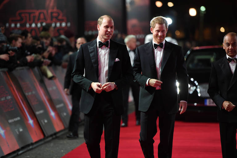 "Os príncipes britânicos William e Harry se juntaram ao elenco do novo filme da franquia Star Wars: ""Os Últimos Jedi"""