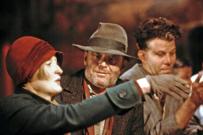 """Os atores Meryl Streep, Jack Nicholson (ao centro) e Tom Waits em cena do filme """"Ironweed"""", de 1987"""