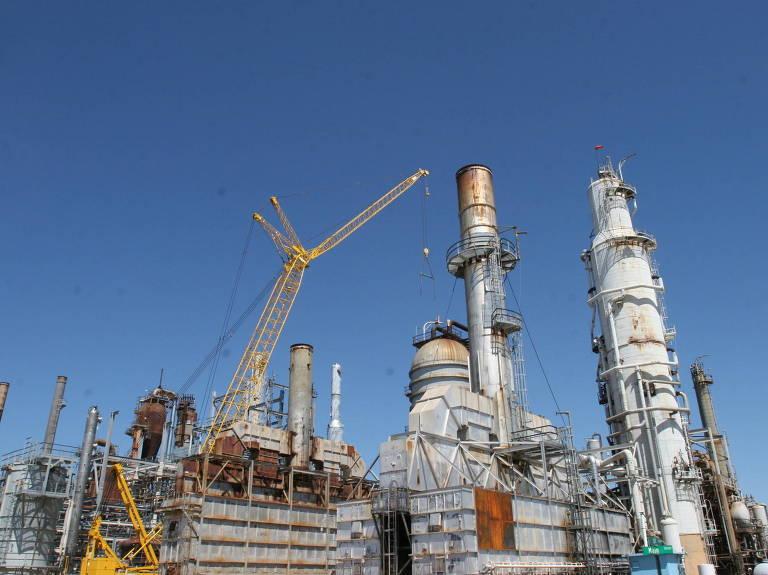 Vista da refinaria de Pasadena, no canal de Houston, no Texas (EUA); unidade foi comprada em 2006 sob o argumento de que a Petrobras precisava de um ponto de entrada no mercado americano de combustíveis