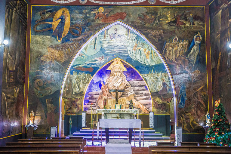 Afrescos na capela Cristo Rei, em Mauá