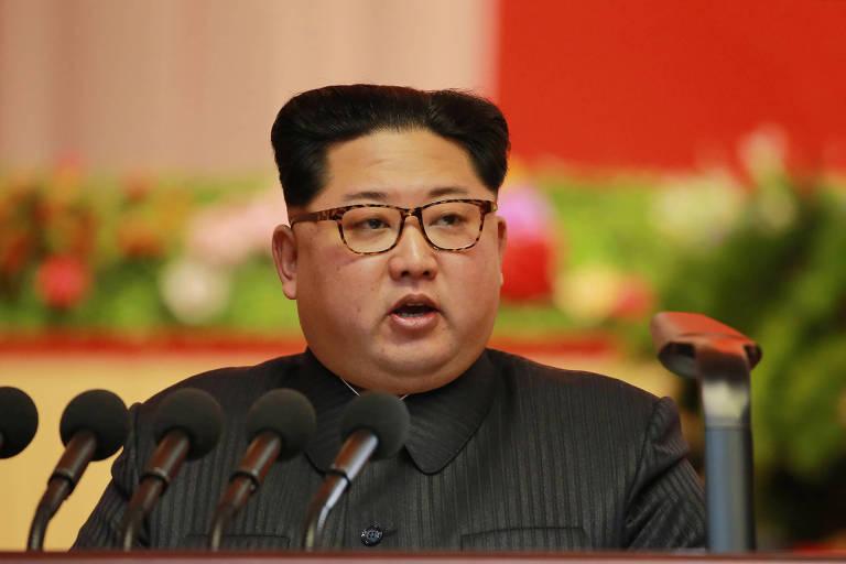 Kim Jong-Un, ditador norte-coreano trocou provocações com o presidente americano, Donald Trump, e fez testes com mísseis que poderiam atingir os Estados Unidos