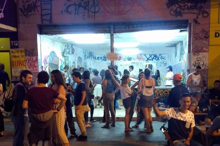 Largo da Batata viraponto de encontro de skatistas, hipsters e forrozeiros