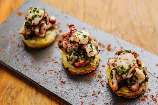 Cozinheiros abrem suas casas para almoços e jantares intimistas