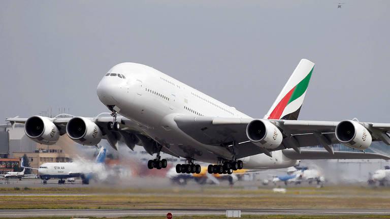 A rota de teste do Airbus A380, o maior avião comercial do mundo, teve um formato diferenciado do usual.O voo, no entanto, durou o tempo padrão de 5 horas