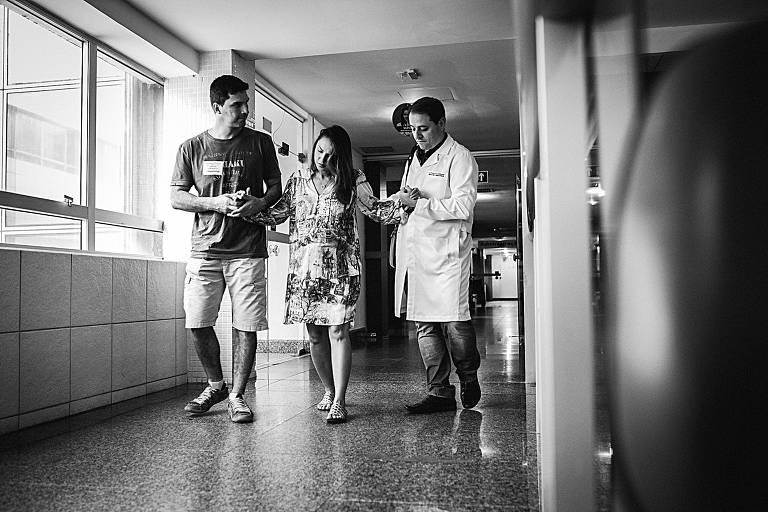 Professora de medicina escolhe ex-aluno para acompanhar seu parto