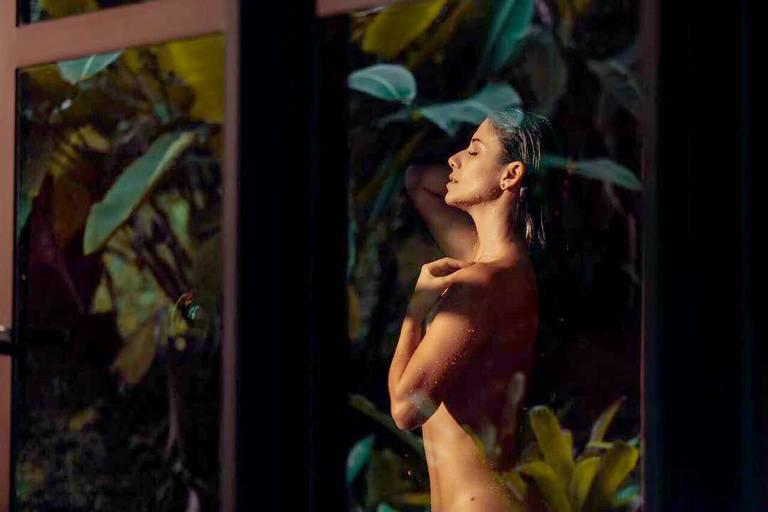 Paula Fernandes ressurge comfoto nua: 'Como é bom o empoderamento'