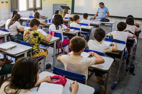 SOBRAL, CE, 05.11.2015: BRASIL-OBQDC - Alunos em sala de aula da E.I.E.F. Elpidio Ribeiro da Silva, em Sobral (CE). Os resultados da cidade são impressionantes. Entre todas as escolas do Brasil, que atendem alunos pobres e possuem mais de 90 alunos, as 11 melhores estão na cidade, considerando as notas do Ideb 2013, no 5º ano do fundamental. (Foto: Eduardo Anizelli/Folhapress)