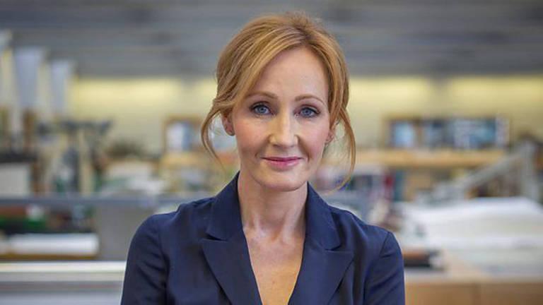 A escocesa J.K. Rowling conta que foi uma criança que vivia na biblioteca
