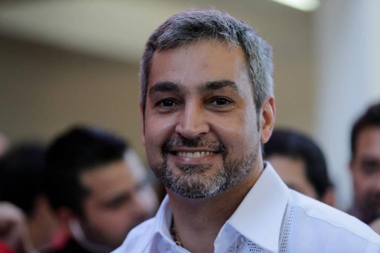 O conservador Mario Abdo Ben�tez ao votar em Assun��o; ele foi eleito candidato em prim�rias