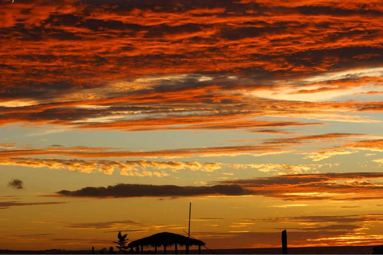 Pôr do sol em São Miguel do Gostoso, que fica a cem quilômetros do aeroporto de Natal (RN)