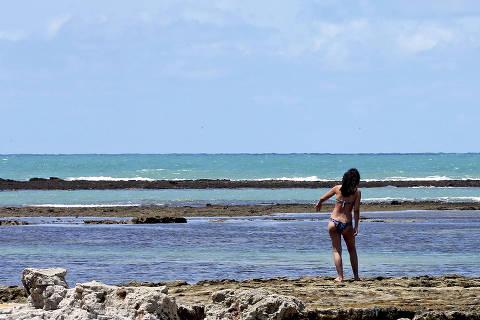 PORTO SEGURO, BA, 15.09.2015: TURISMO-BA - Praia em Arraial d'Ajuda, em Porto Seguro (BA). (Foto: Ernesto Rodrigues/Folhapress)