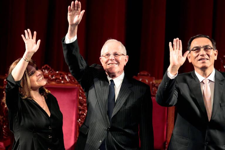 Pedro Pablo Kuczynski e seus dois vices, Martín Vizcarra e Mercedes Araóz, ao serem diplomados