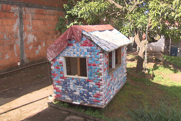A casinha feita com materiais recicláveis fez com que o iptu aumentasse em R$ 340, embora o governo negue que o aumento foi por conta do brinquedo