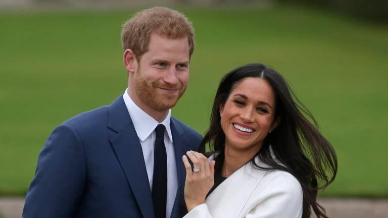 Príncipe Harry e Meghan Markle posam juntos após anunciarem seu noivado