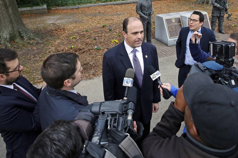 O candidato republicano David Yancey logo ap�s ju�zes decretarem o empate na elei��o