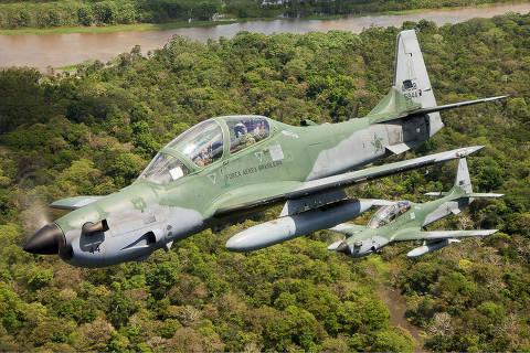 Aeronave A-29 Super Tucano em voo sobre a Floresta Amazonica. Foto:Paulo Rezende /Forca Aerea Brasileira (Brazilian Air Force)  A-29 Super Tucano ORG XMIT: A-29 na Amazônia ***DIREITOS RESERVADOS. NÃO PUBLICAR SEM AUTORIZAÇÃO DO DETENTOR DOS DIREITOS AUTORAIS E DE IMAGEM***