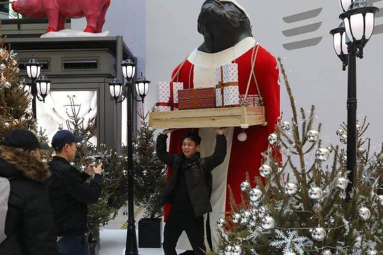 Decorações de Natal têm se tornado mais populares na China, apesar de proibição do Cristianismo