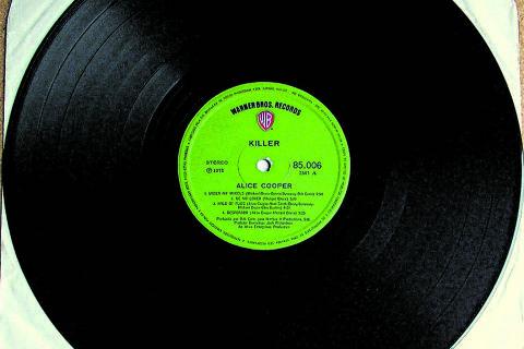 Cada vez mais presentes - Nos anos 1970 e 1980, os discos de vinil eram encontrados debaixo das árvores de Natal. Com vigorrenovado, o formato ressurge forte.Nesta página,lançamentos em LP disponíveis em lojas brasileiras DIREITOS RESERVADOS. NÃO PUBLICAR SEM AUTORIZAÇÃO DO DETENTOR DOS DIREITOS AUTORAIS E DE IMAGEM