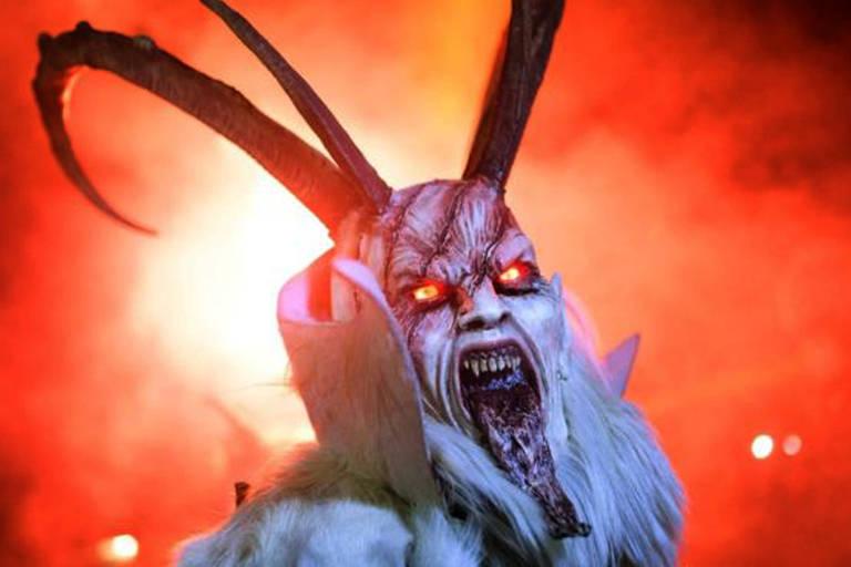 No folclore de alguns países europeus há a figura da 'sombra' do Papai Noel, o demoníaco Krampus, que pune as crianças mal comportadas