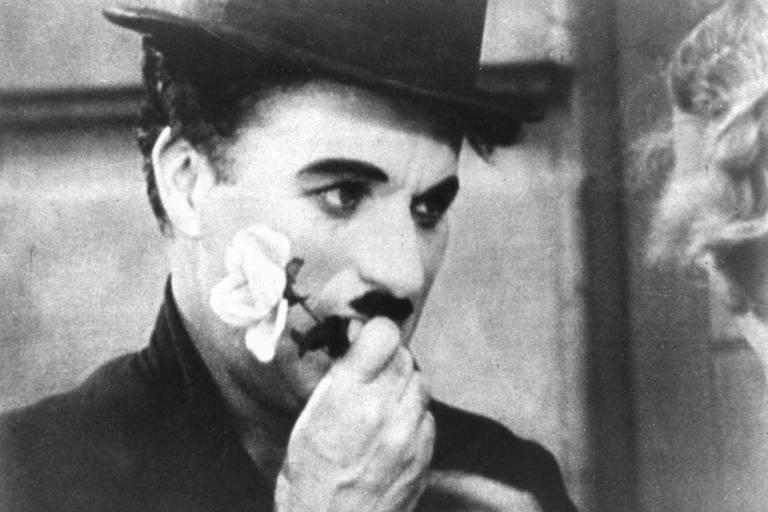 """Charles Chaplin na cena final de """"Luzes da Cidade"""" (1931)"""