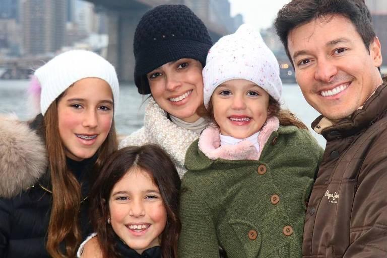 Rodrigo Faro e Vera Vielpassam Natal com as filhas em Nova York