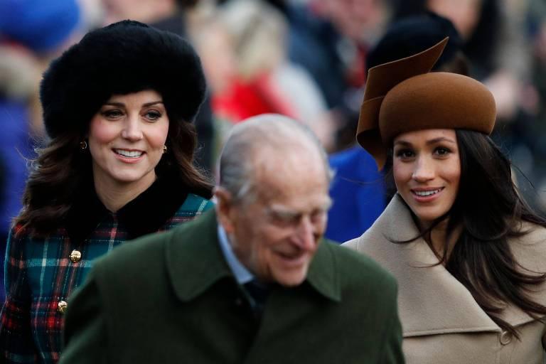 Meghan Markle participa de missa natalina com a família real