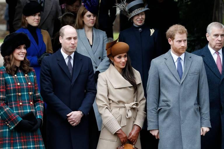 Kate Midleton, duquesa de Cambridge (esq) e prícipe William, duque de Cambridge ao lado da atriz Meghan Markle e príncipe Harry