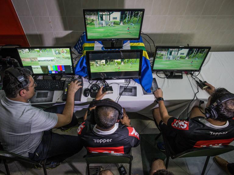 Árbitros fazem treinamento com sistema de árbitro de vídeo
