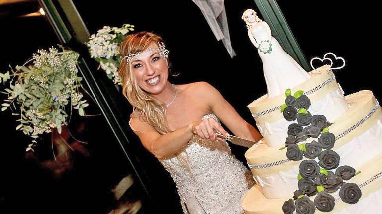 A italiana Laura Mesi gastou cerca de R$ 38 mil para celebrar o casamento consigo mesma, em um evento para 70 convidados | Foto: Micaela Martini