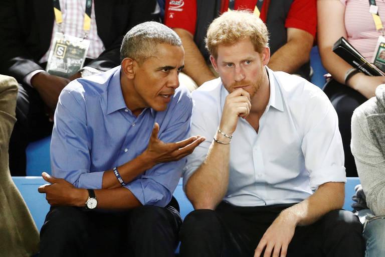 Príncipe Harry e o ex-presidente dos EUA, Barack Obama, em jogo de basquete sob cadeira de rodas durante o Invictus Game, em Toronto, no Canadá, em setembro de 2017