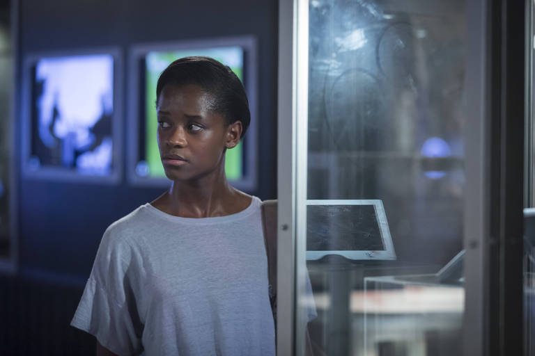 """A atriz Letitia Wright em episódio da quarta temporada de """"Black Mirror"""""""