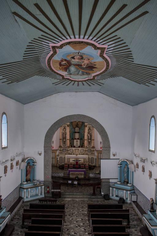 Interior da Igreja Matriz de Ilhabela, que faz parte do roteiro histórico da cidade