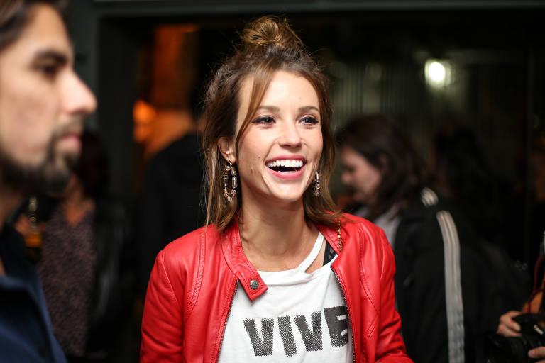 Juliana Didone anuncia que se separou do artista plástico Flavio Rossi