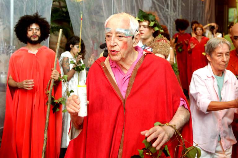 O ator e diretor Zé Celso caracterizado para a peça 'Bacantes'
