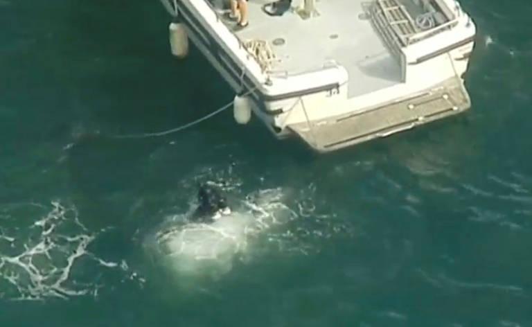 Mergulhadores procuram por hidroavião que caiu em rio de Sydney