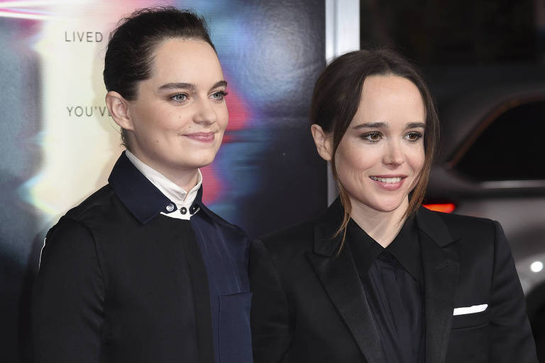 """Emma Portner e Ellen Page na premiere do filme """"Além da Morte"""", em Los Angeles, nos EUA, em setembro de 2017"""