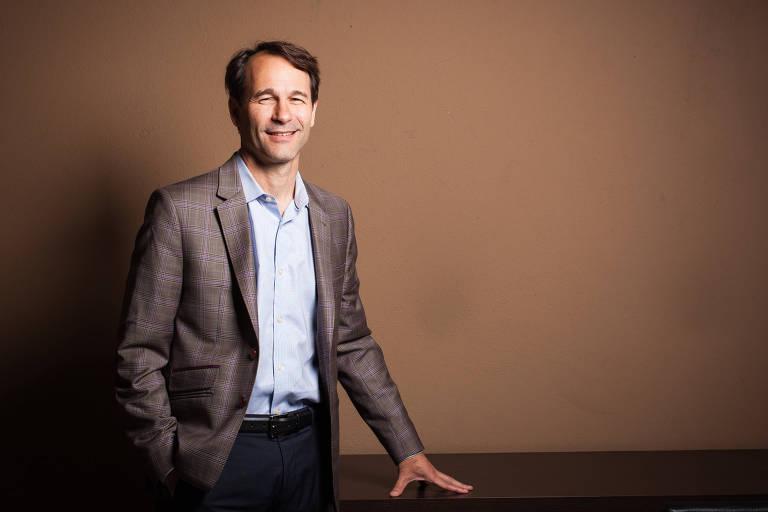 Bruce Usher, codiretor no Centro Tamer para Empresa Social da Universidade Columbia