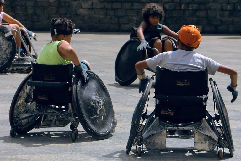 O esporte paraolímpico é praticado  em times mistos