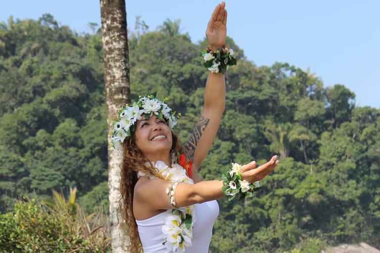 As aulas apresentam dois tipos de dança tradicional do povo havaiano