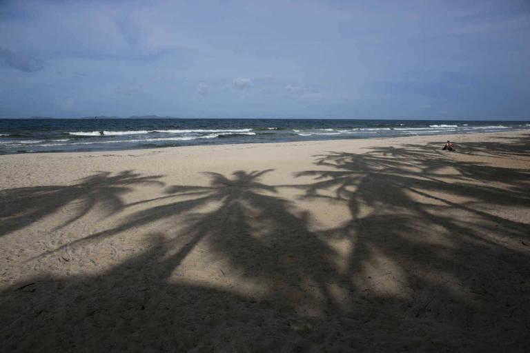 Praia vazia na ilha Margarita, na Venezuela; grupo de brasileiros sofre arrastão em cais