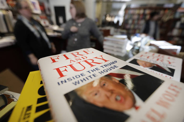 """O livro """"Fire and Fury"""", sobre Donald Trump, em livraria de Chicago; presidente tentou proibi-lo"""
