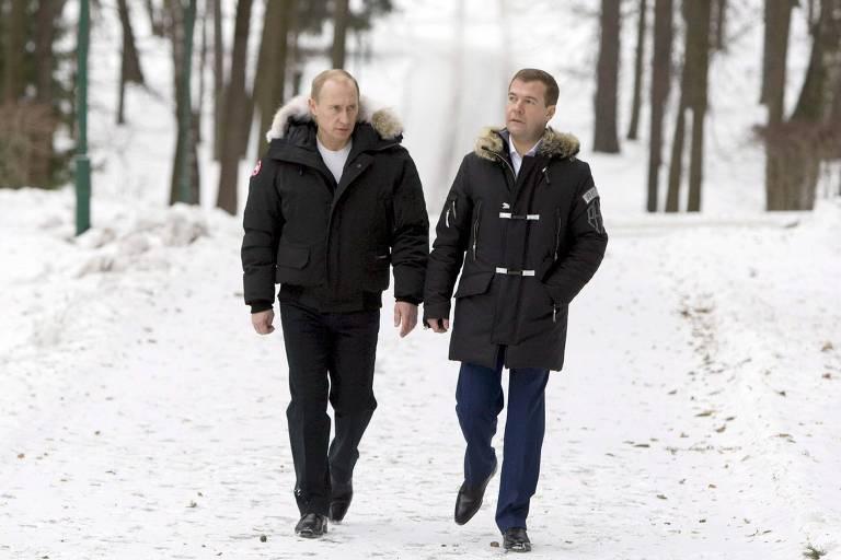 Vladimir Putin se encontra com o hoje primeiro-ministro, Dmitri Medvedev, em 2007
