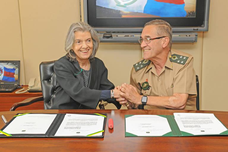 A presidente do Supremo Tribunal Federal e do Conselho Nacional de Justiça, Carmen Lúcia, e o General Eduardo Dias da Costa Villas Bôas